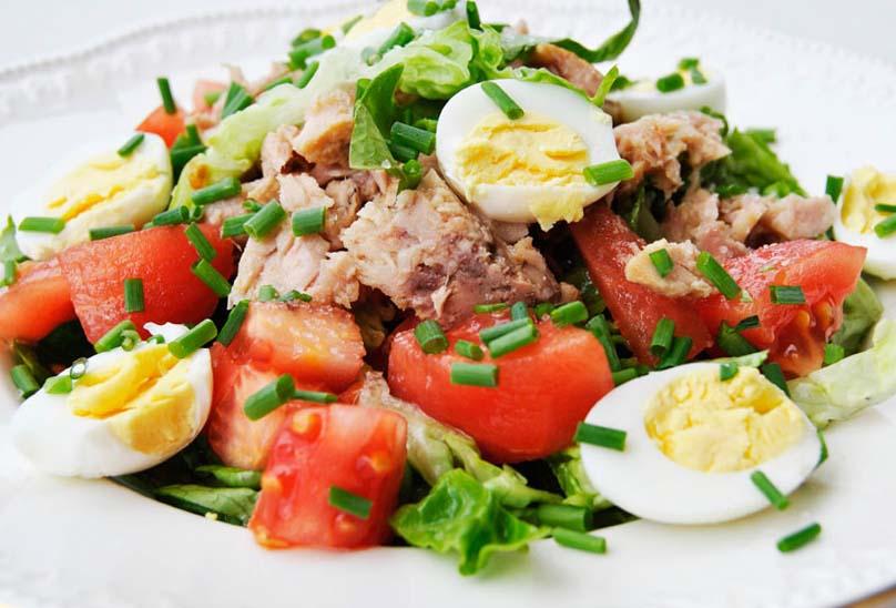 Салат из тунца консервированного - рецепты с фото