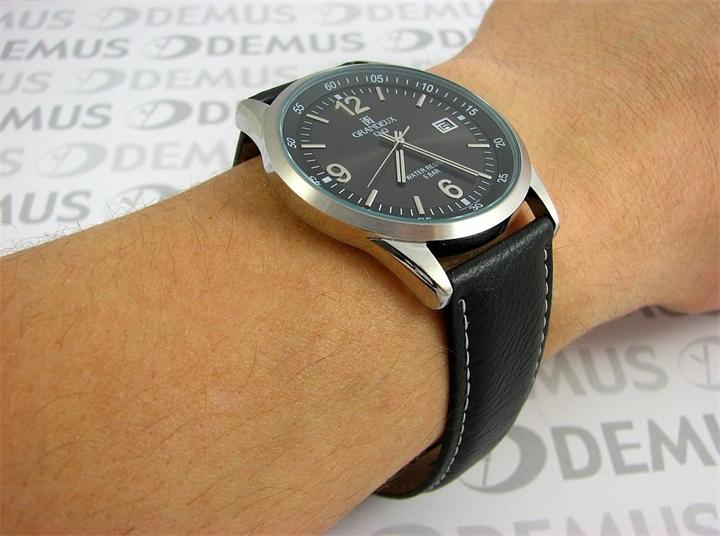 Часы Q&Q Grandeux