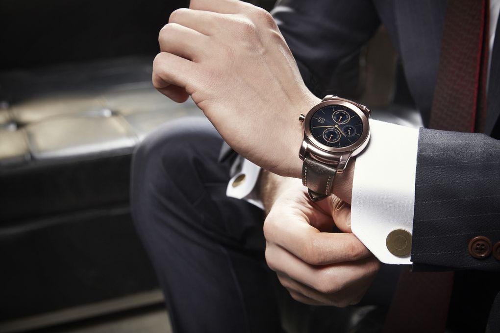 Часы LG