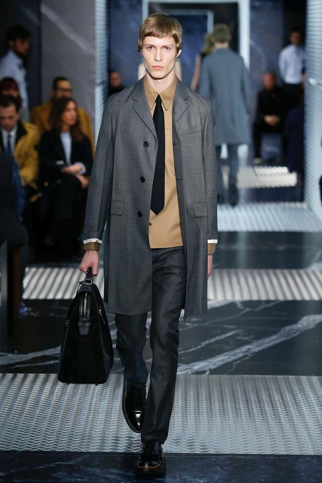 Классический костюм мужской Prada