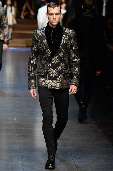 Мужской черный пиджак