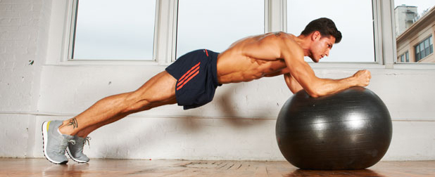 Упражнения на фитболе для мужчин