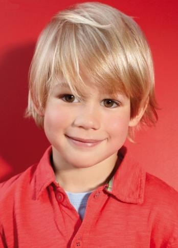 Стрижка для мальчика на среднюю длину волос