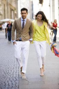 с чем носить сетлые брюки