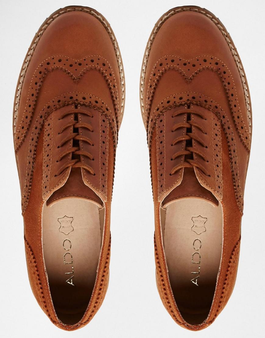 e8c4823c2dd Броги – еще более древний и «заслуженный» тип мужской обуви. Они возникли  еще в далеком XVII веке. Первоначально подобные «дырявые туфли» были  основной ...
