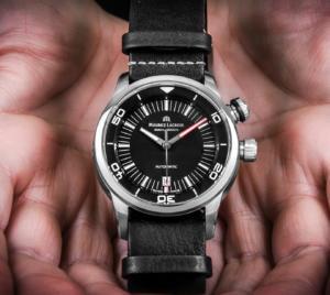 часы с интересным дизйном