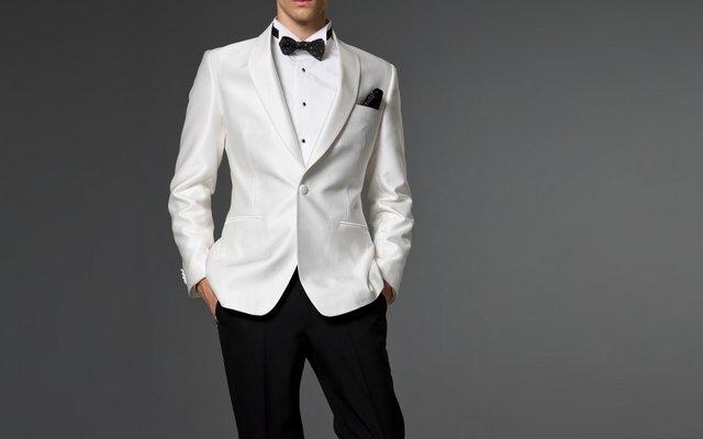 белый мужской пиджак