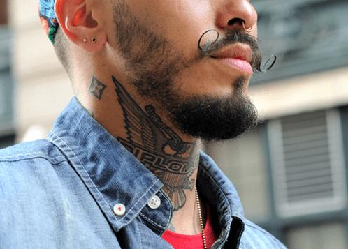 татуировки на шее для парней