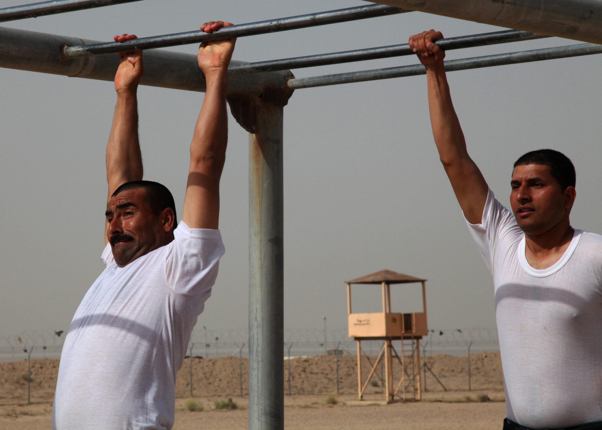 упражнения для спины на турнике