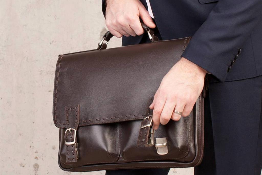 4b39357481f5 Как выбрать качественную мужскую сумку читайте на style4man.com