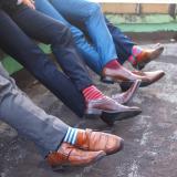 Почему мужские красные носки – главный тренд сезона