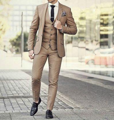 каштановый костюм