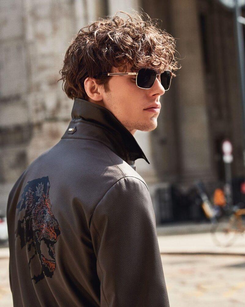 Кожаная куртка и солнцезащитные очки от Zilli
