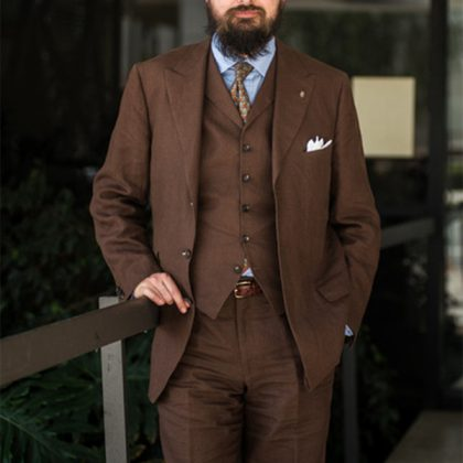 коричневый костюм