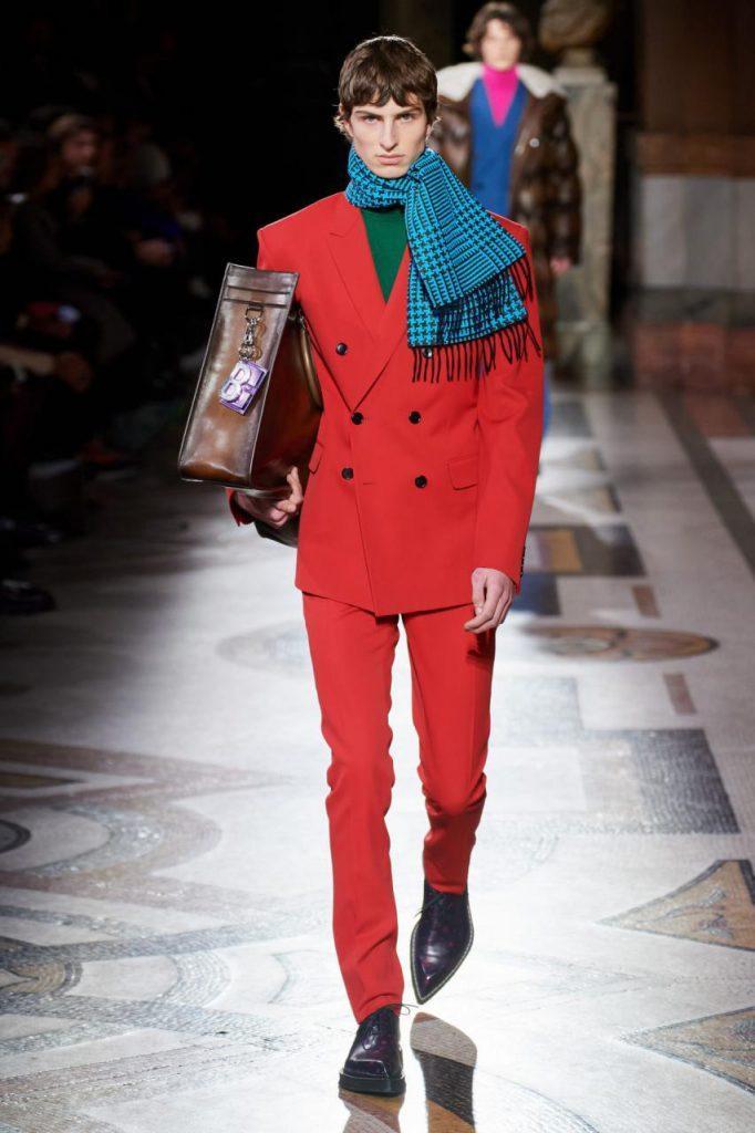 красный костюм от Berluti