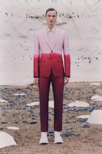 Alexander McQueen красивый костюм 2021
